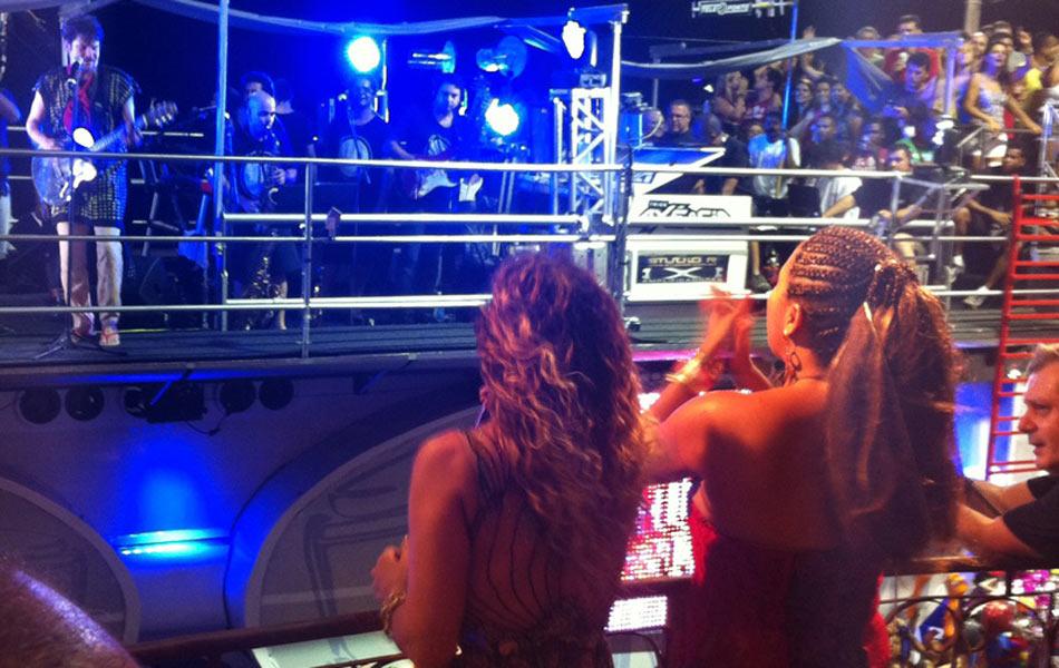 Daniela Mercury, Saulo e Márcia Short cantam juntos em Salvador.