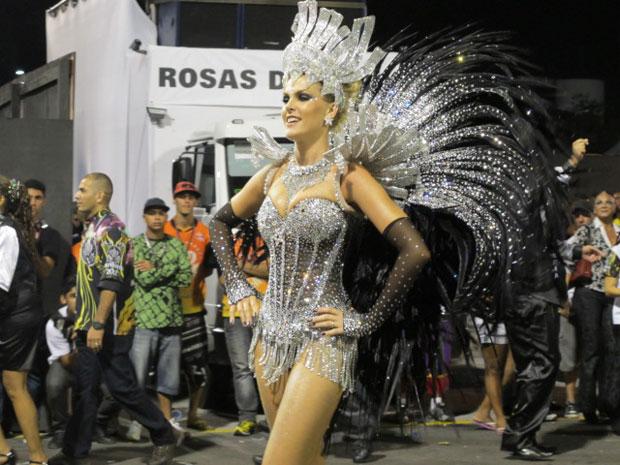 Ana Hickmann desfila pela Vai-Vai no Anhembi (Foto: Juliana Cardilli/G1)