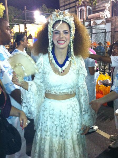 A cantora Vanessa Da Mata, que será Clara Nunes no desfile da Portela, já está pronta para entrar na avenida. (Foto: Rodrigo Vianna / G1)