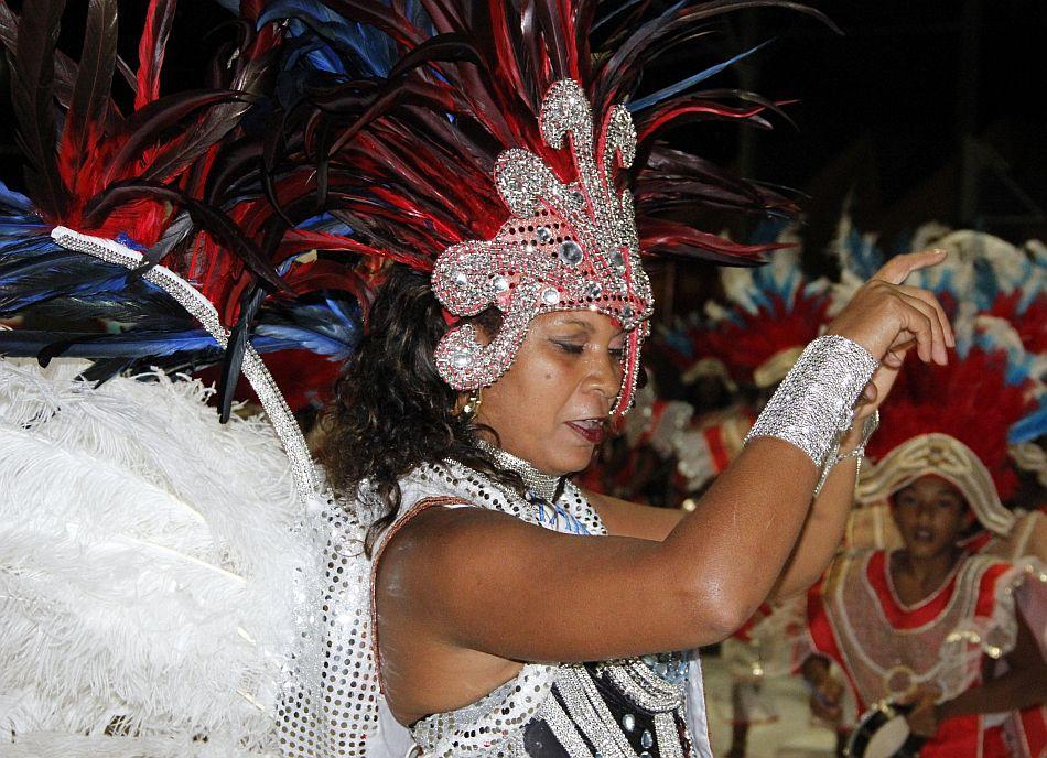 Veja fotos dos desfiles deste sábado do Carnanaval de Araraquara, SP