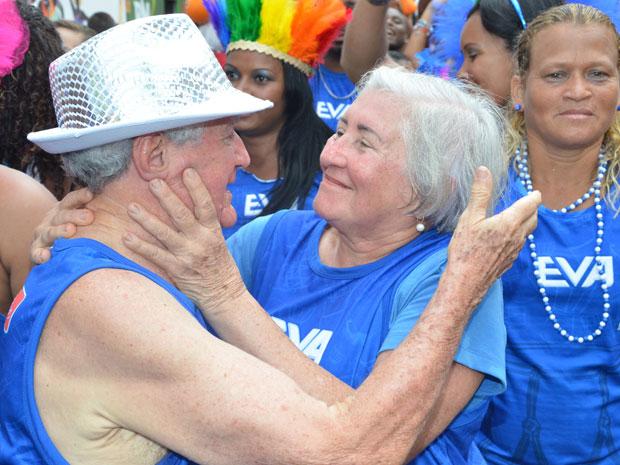 Dinea e José Farias comemoraram 50 anos de casados no bloco do Eva, em Salvador (Foto: Eduardo Freire/G1)