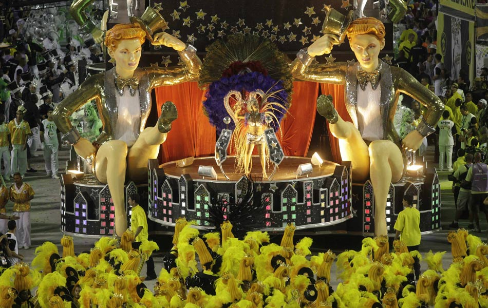São Clemente levantou o público durante o desfile na Sapucaí.