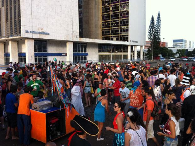 Baile ao ar livre aconteceu no Setor Bancário Sul, em Brasília. (Foto: Káthia Mello/G1)