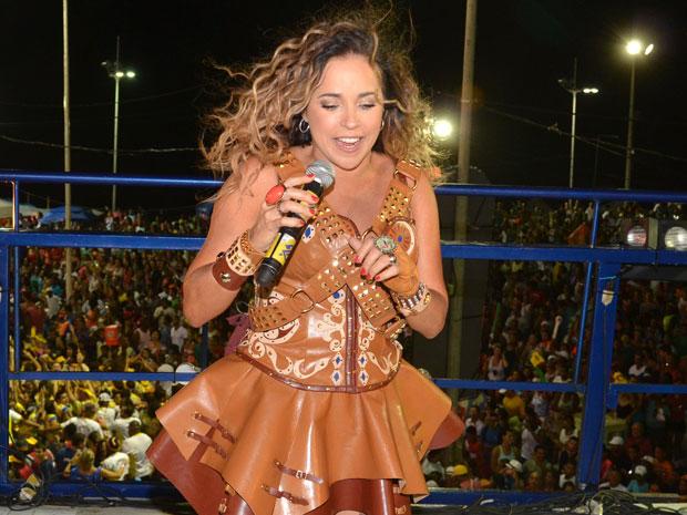 Vestida de Maria Bonita, Daniela Mercury fez homenagem ao forró e ao Rei do Baião, Luiz Gonzaga (Foto: Eduardo Freire/G1)