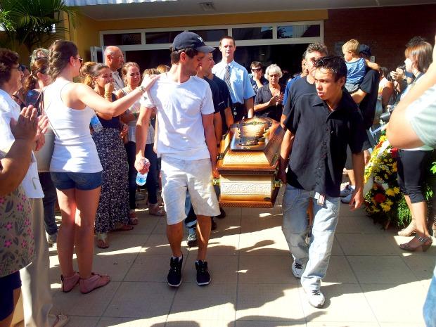 Enterro do cantor sertanejo Junior, em Santa Cruz do Sul (Foto: Júlio Cunha Neto/RBS TV)