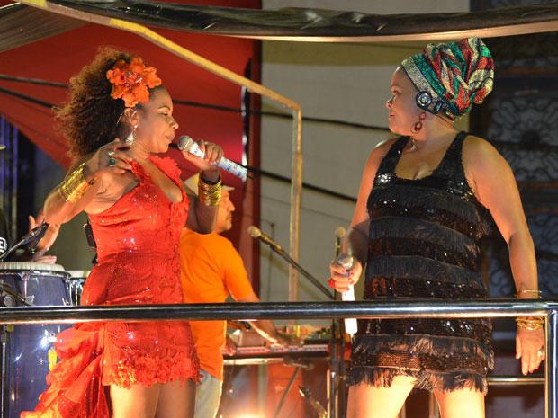 """Margareth Menezes comemora 25 anos de carreira vestida de """"Tieta"""", em Salvador (Foto: Eduardo Freire/G1)"""