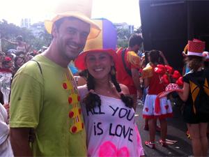 Pedido de casamento foi ovacionado pelo público; casal começou a namorar no ano passado (Foto: Christiano Ferreira/G1)