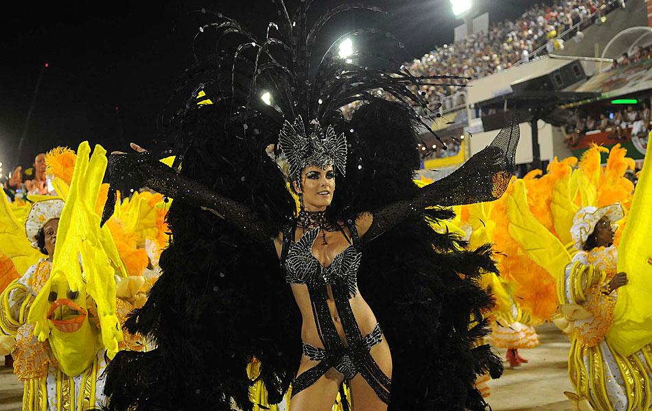 Ana Hickmann destacou-se pela Grande Rio, depois de desfilar pela Vai-Vai em São Paulo.