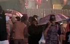 'Bloco Guarda- chuva' brinca debaixo d'água (TV Verdes Mares Cariri/Reprodução)