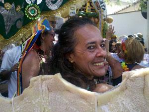 Selma Valongueiro se vestiu de bacalhau para comemorar os 50 anos da troça. (Foto: Katherine Coutinho/G1 PE)