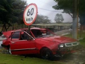 Carro usado em campanha foi fotografado por internauta que viajava para Fortaleza (Foto: Lucas Ribeiro/ VC No G1)