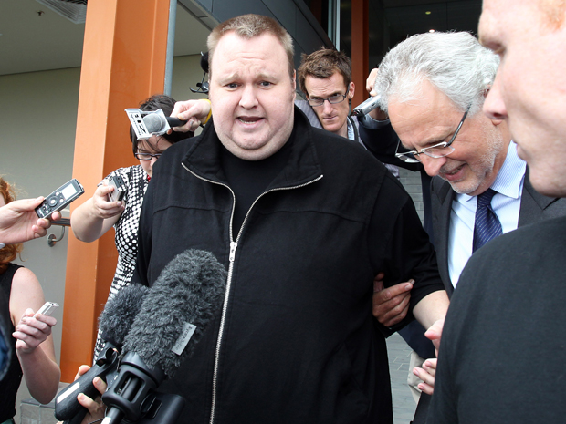 Fundador do Megaupload Kim Dotcom deixa tribunal depois de fian&#231;a ter sido concedida na Austr&#225;lia (Foto: AFP)