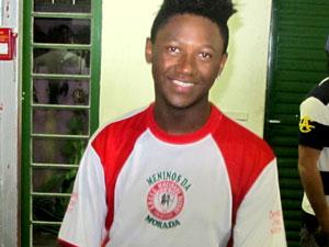 Jovem está há 14 anos na escola (Foto: Rafael Oliveira/G1)