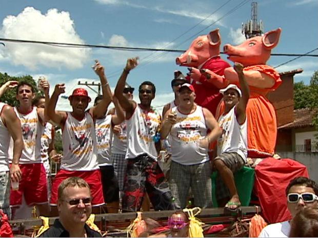 Porca da Quarta agitou a Barra do Jucu (Foto: Reprodução/TV Gazeta)