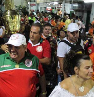 Mocidade Alegre é declarada campeã e faz festa em quadra (Rafael Oliveira/G1)