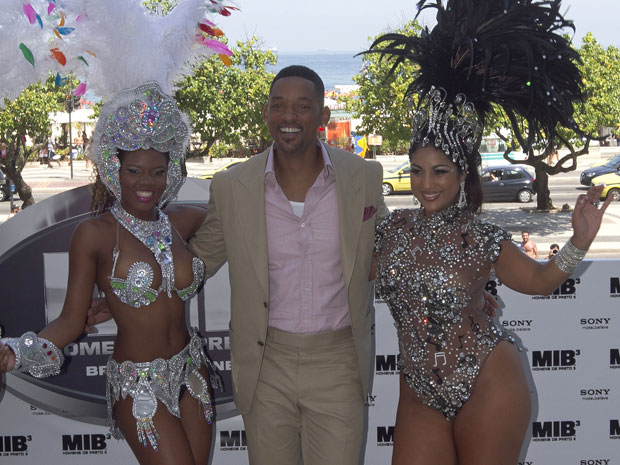 Hollywood mega-star Will Smith poses with samba dancers at the Hotel Copacabana Palace during the launch party for Men in Black 3, on Thursday 23 February 2012