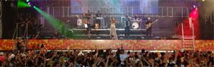 Foliões aproveitam últimos instantes do carnaval (Luna Markman/G1 PE)