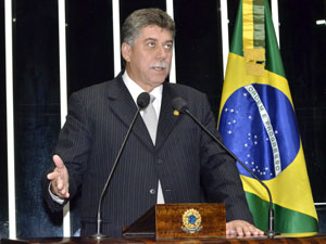 Senador João Ribeiro (PR-TO) em discurso no plenário do Senado. (Foto: Waldemir Barreto / Agência Senado )
