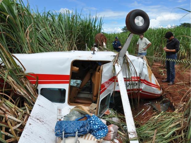Após pane, avião de pequeno porte cai em canavial em MS (Foto: Luciana Aguiar/ Costa Rica em Foco)