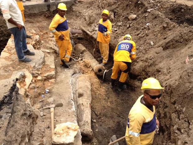 Desde o início das obras, arqueólogos já encontraram três canhões do século XVII (Foto: Divulgação/ Secretaria municipal de Obras)