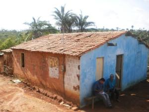 Casa foi abandonada por família e agora sofre vandalismo (Foto: Pedro Abílio/Colaboração)