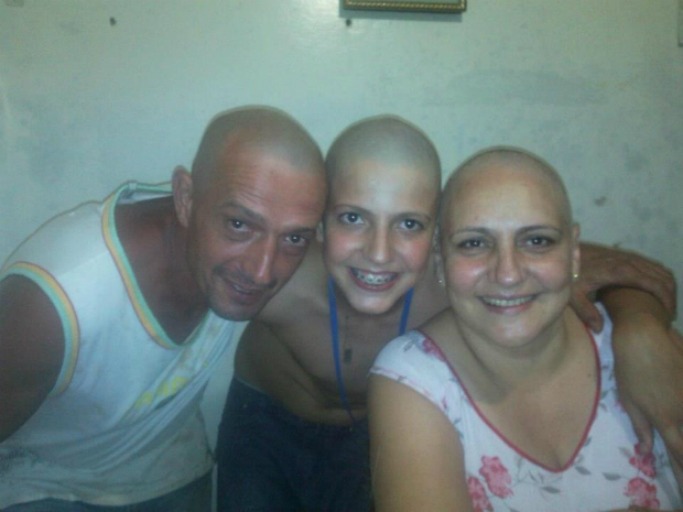 Família raspa a cabeça em solidariedade a paciente com câncer (Foto: Divulgação / Arquivo Pessoal)