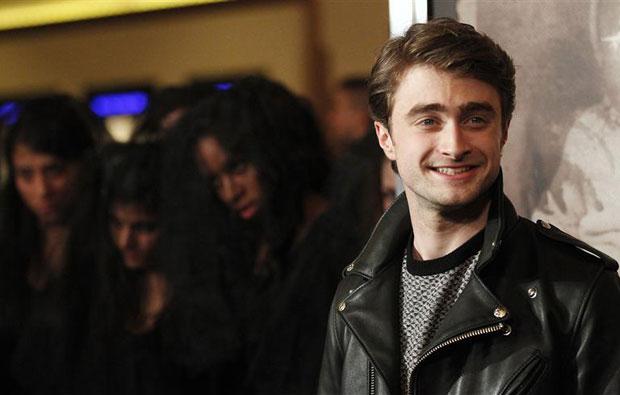 """O membro do elenco Daniel Radcliffe posa numa exibição especial de """"A Mulher de Preto"""" em Los Angeles, California, 2 de fevereiro de 2012. (Foto: Mario Anzuoni/Reuters)"""