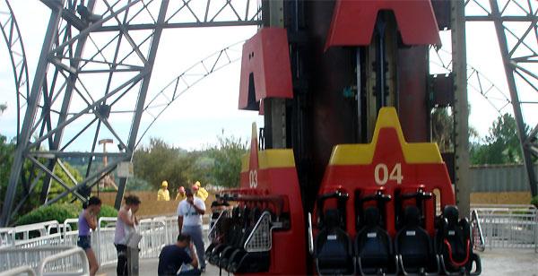 Adolescente morre após acidente em parque de diversões (Foto: Otávio Gomes Curcino/G1)