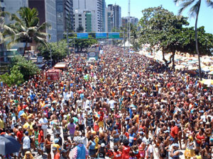 Camburão da Alegria toma a Avenida Boa Viagem neste domingo. (Foto: Divulgação)