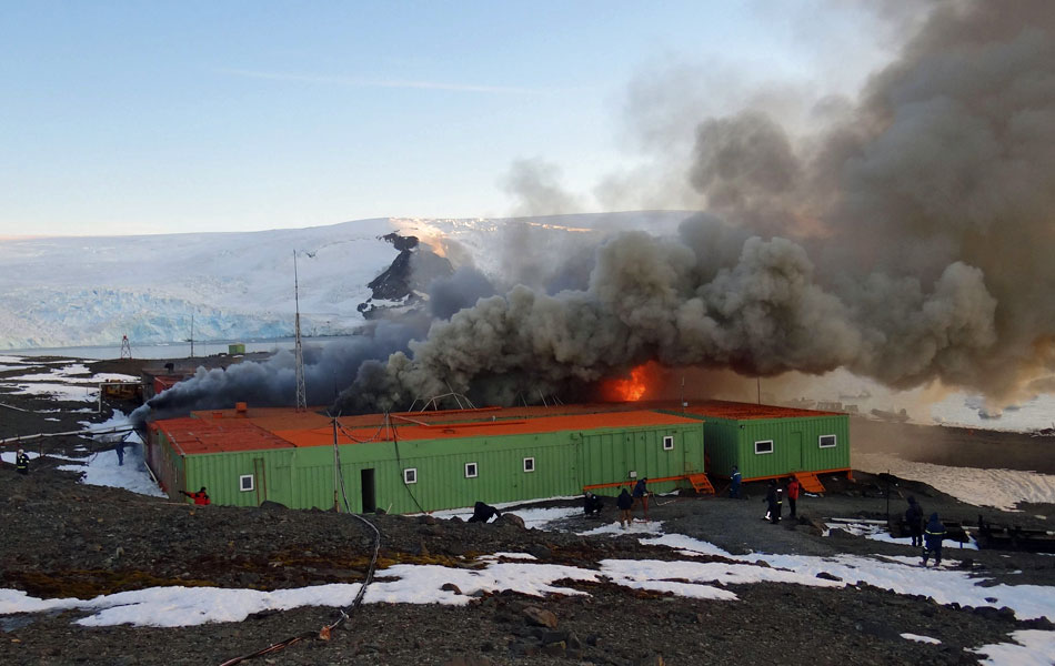 Brazil's Antarctic Station Comandante Ferraz ablaze on Saturday 25 February 2012
