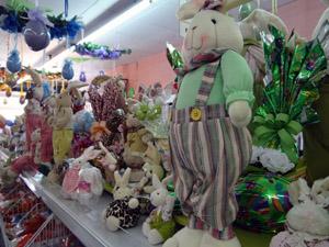Mal terminou carnaval e lojistas já se preparam para a Páscoa (Katherine Coutinho / G1PE)