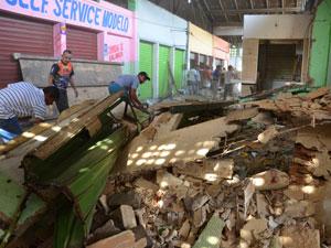 Barracas são demolidas em João Pessoa  (Foto: Walter Paparazzo/ G1)