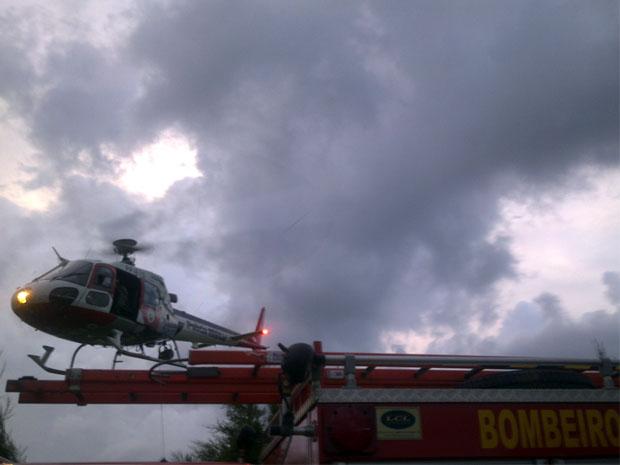 Queda de paraglider deixa instrutor e aluno feridos em Andradas, MG (Foto: João Daniel Alves)