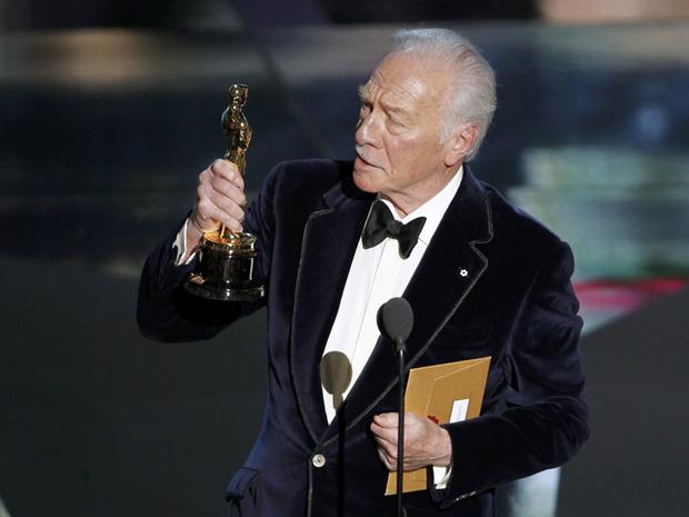 Christopher Plummer discursa após receber o prêmio de ator coadjuvante por 'Toda forma de amor' no Oscar 2012 (Foto: Gary Hershorn/Reuters)