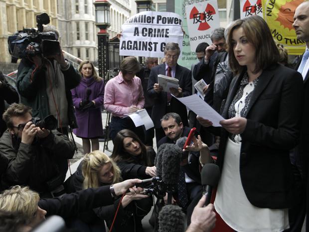 Charlotte Church em Londres nesta segunda-feira (27) (Foto: AP/Sang Tan)