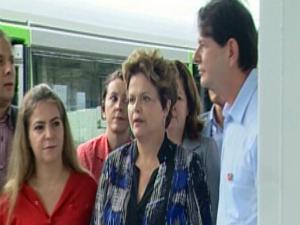 Dilma Roussef visitou às estações do metro em Maracanaú (Foto: TV Verdes Mares/Reprodução)