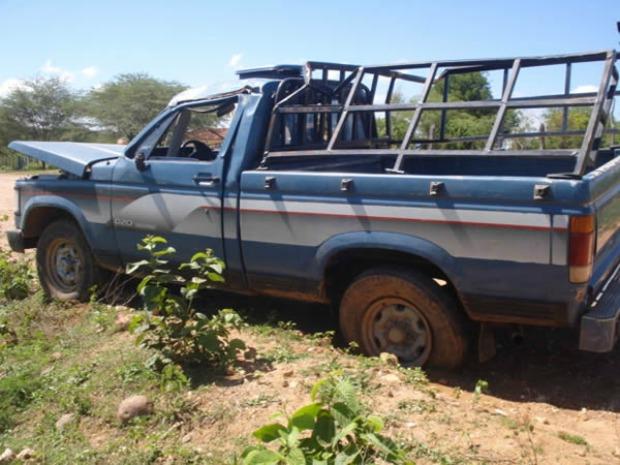 Segundo Polícia Civil, carro é regularizado pela prefeitura mas oferece risco aos alunos transportados (Foto: Demontier Tenório/Agência Miséria de Comunicação)