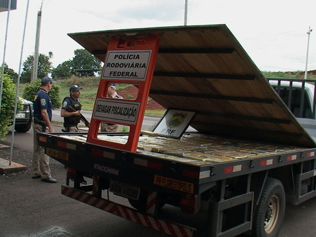 150 kilos of cocaine hidden in the false-bottomed truck bed was found by Brazil's Federal Highway Police in southern Brazil on Tuesday 28 February 2012