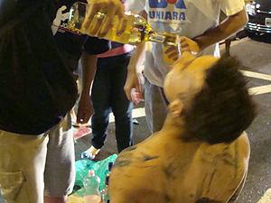 Veteranos e calouros da Uniara participam de trote em Araraquara (Foto: G1)