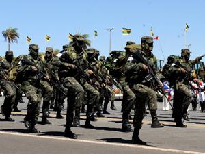 Desfile militar de 2010 celebra o dia do soldado em Brasília (Foto: Divulgação/Defesa)