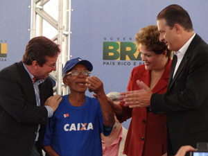 Dilma Rousseff durante evento do PAC no Recife (Foto: Luiza Mendonça / G1 PE)