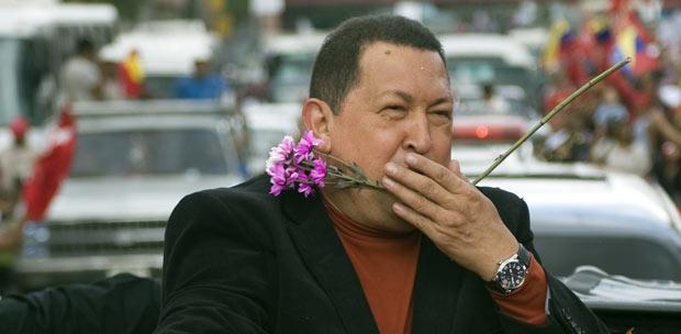O presidente da Venezuela, Hugo Chávez, em 24 de fevereiro em Caracas, antes de partir para ser operado em Cuba (Foto: Reuters)