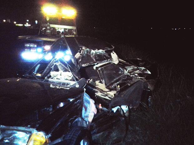Motorista do carro que colidiu com um caminhão, no RS, morreu (Foto: Niwmar Honatel/RBS TV)
