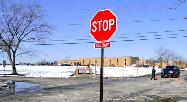 Escola em que ocorreu o tiroteio nesta segunda-feira (27) em Chardon, no estado americano de Ohio (Foto: AP)