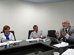 Secretário de Educação se reuniu com entidades (Foto: Katherine Coutinho/G1)
