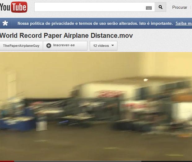 Americano bate recorde mundial de lançamento de aviãozinho de papel (Foto: Reprodução de vídeo)