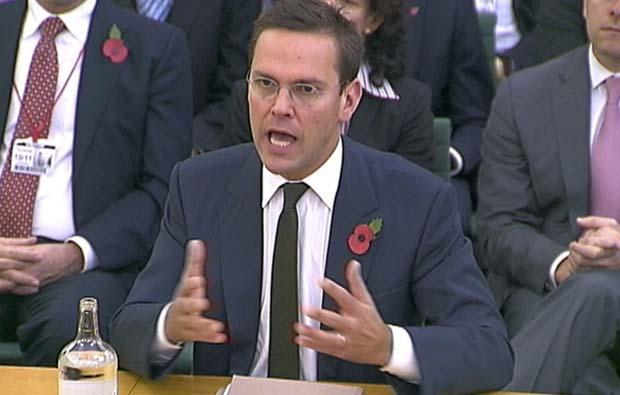 James Murdoch fala no Parlamento britânico em 10 de novembro de 2011 (Foto: Reuters)