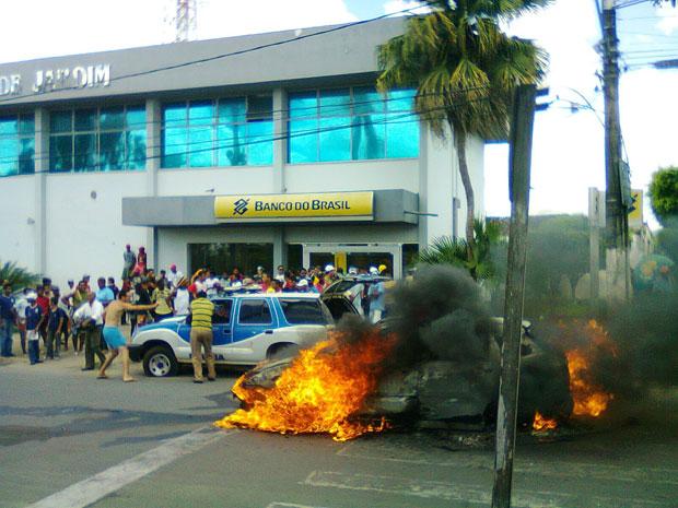 Grupo assalta agências bancárias em Amargosa, na Bahia, e faz reféns (Foto: Jadson Ribeiro/ Amargosa News)
