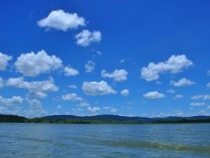 Lago das Brisas é composto por ilhas e chega a aproximadamente 450 m de profundidade (Foto: Nando Moura/Arquivo pessoal)