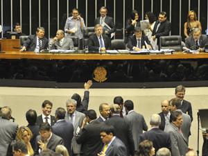 Deputados durante a votação do projeto de criação de um fundo de previdência complementar para os servidores (Foto: José Cruz  / Agência Brasil)